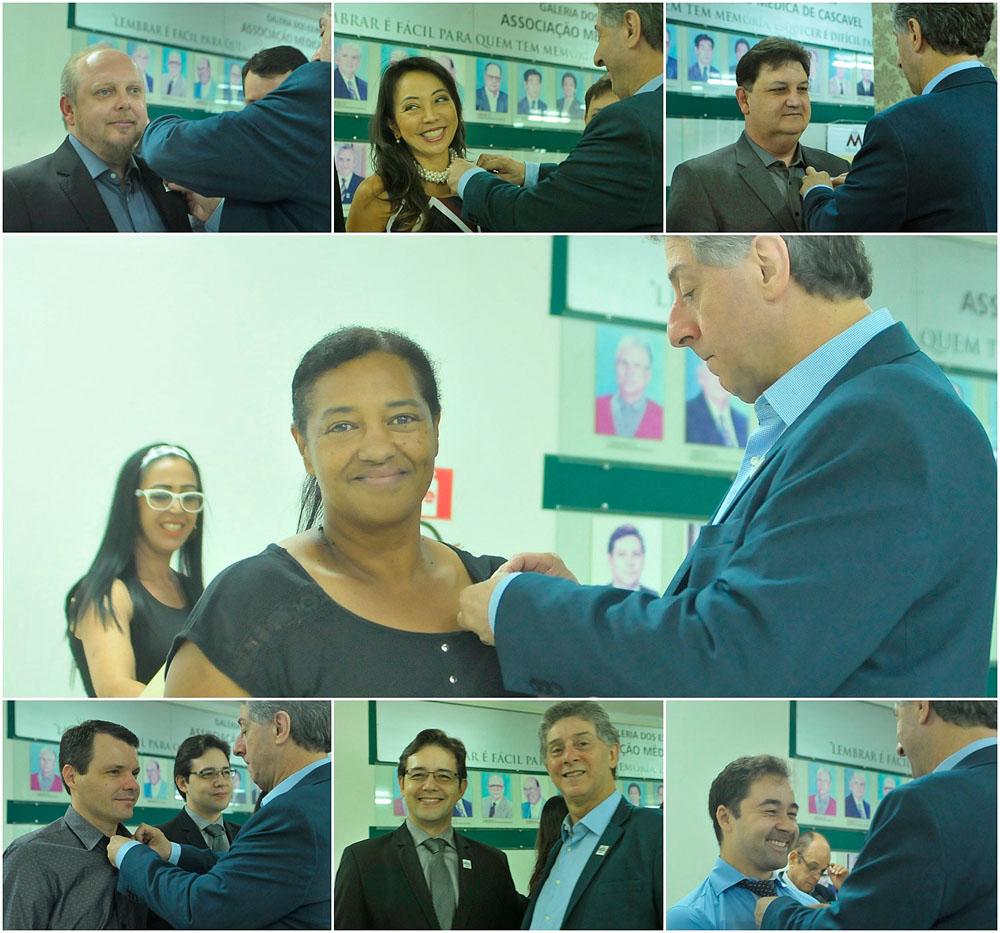 Entrega de bottons feita pelo presidente da AMC, Dr. Jorge Luiz dos Santos